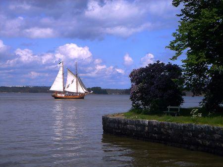 El antiguo buque de vela en el mar
