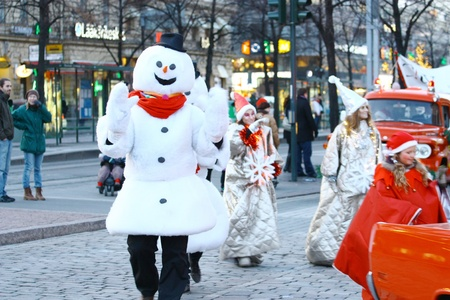 Helsinki, Finlandia - 20 de noviembre: la calle tradicional de la Navidad de apertura en Helsinki el 20 de noviembre de 2011. Editorial
