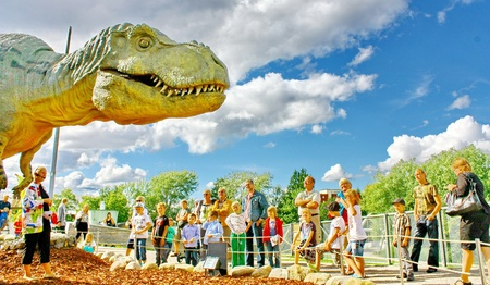 echse: Vantaa, FINLAND - AUGUST 10: People look at Dinosaur exhibition in Finnish Science Centre Heureka on August 10, 2011 in Vantaa. Designed and produced by Rafael Estevez with Mexican Museo del Desierto Editorial