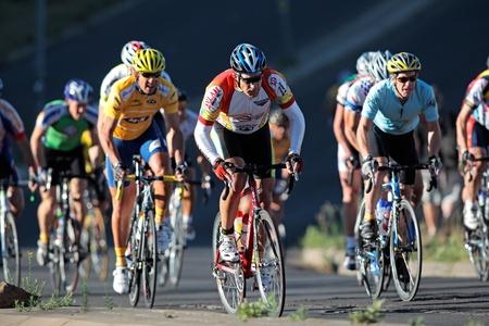 ciclismo: Ciclistas de Bloemfontein, Sud�frica - el 7 de noviembre de 2010 - durante el cl�sico anual de OFM ciclo carrera