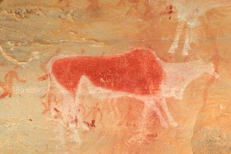pintura rupestre: Bosquimanos - san-rock pintura de un antílope eland y figuras humanas, montañas Drakensberg, Sudáfrica