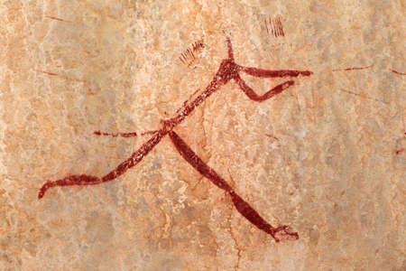 pintura rupestre: Bosquimanos - san - pintura rupestre que representa a una figura humana, las montañas Drakensberg, Sudáfrica Foto de archivo