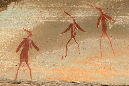 pintura rupestre: Bosquimanos - san - pinturas rupestres que representan figuras humanas, las montañas Drakensberg, Sudáfrica LANG_EVOIMAGES