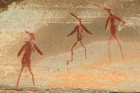 pintura rupestre: Bosquimanos - san - pinturas rupestres que representan figuras humanas, las monta�as Drakensberg, Sud�frica LANG_EVOIMAGES