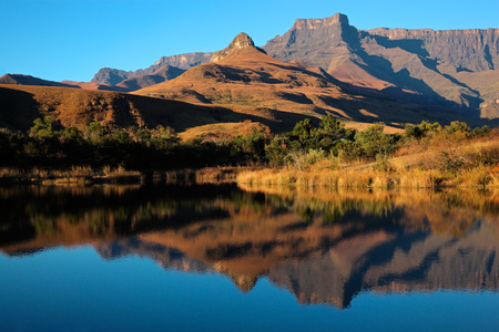 royal park: Mountains with symmetrical reflection in water, Royal Natal National Park, South Africa LANG_EVOIMAGES