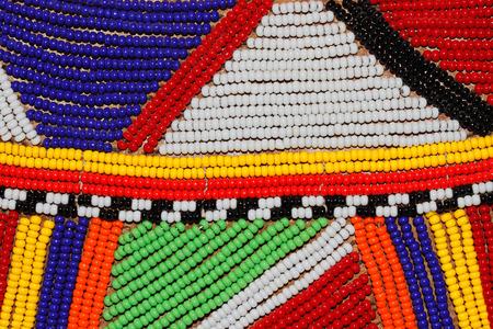 Perlas africanas de colores utilizados como decoración por la tribu Masai en Kenia Foto de archivo