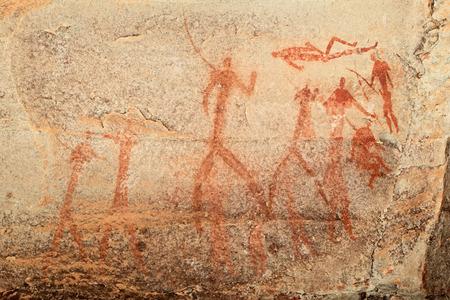 peinture rupestre: Bushmen - san - peinture rupestre représentant des figures humaines, des montagnes du Drakensberg, Afrique du Sud