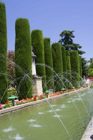 Jardines del Alcázar de Córdoba. El palacio fue construido en el siglo 13 por el rey Alfonso XI, y hasta fines del siglo 15, los reyes de España utiliza el Alcázar como residencia real.  Foto de archivo - 1149390