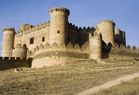 Château de Belmonte (Castillo de Belmonte) à Belmonte, province de Cuenca, en Castille La Manche, Espagne. Situé à environ 150 km au sud-est de Madrid, ce palais-forteresse du 15e siècle, il est le mieux conservé du château dans la Communauté de Madrid Banque d'images - 2067149