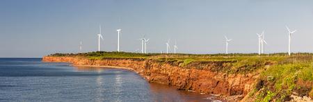 paesaggio industriale: Vista panoramica di generatori di energia eolica a Capo Nord, Prince Edward Island, Canada Archivio Fotografico