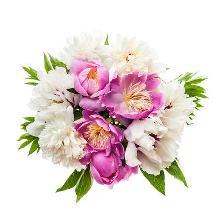 mazzo di fiori: Bouquet di fiori di peonia freschi isolato su sfondo bianco