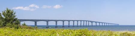 confederation: Panorama di Confederation Bridge a Prince Edward Island da New Brunswick costa in Canada