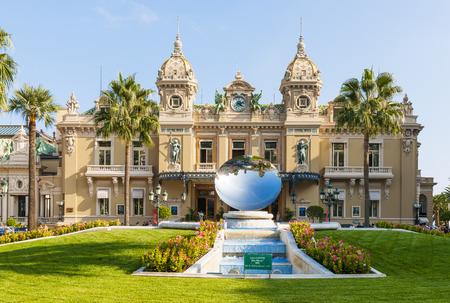 anish: MONTE CARLO, MONACO - OCTOBER 3, 2014: Facade of Monte Carlo Casino in Monaco with Sky Mirror sculpture by Anish Kapoor in front Editorial
