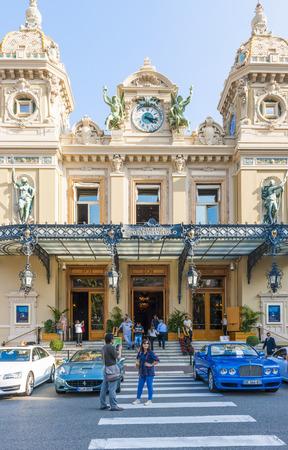 carlo: MONTE CARLO, MONACO - OCTOBER 3, 2014: Tourists in from of entrance to Monte Carlo Casino in Monaco