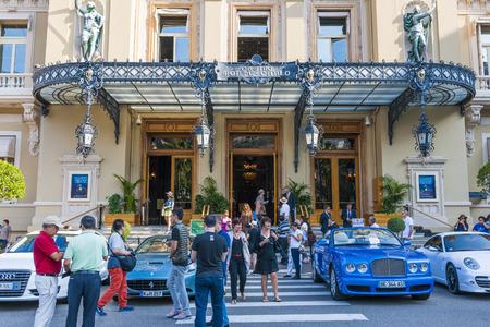 carlo: MONTE CARLO, MONACO - OCTOBER 3, 2014: Busy entrance to Monte Carlo Casino in Monaco