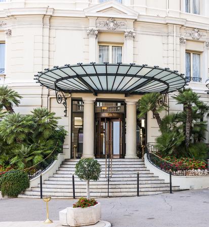 carlo: MONTE CARLO, MONACO - OCTOBER 3, 2014: Entrance to Hotel de Paris in Monte Carlo, Monaco