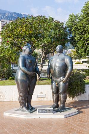 adam and eve: MONTE CARLO, MONACO - OCTOBER 3, 2014: Adam and Eve sculpture by Fernando Botero in casino gardens, Monaco Editorial