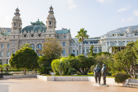 montecarlo: MONTE CARLO, MONACO - OCTOBER 3, 2014: Adam and Eve sculpture by Fernando Botero in gardens near Monte-Carlo Casino in Monaco Editorial