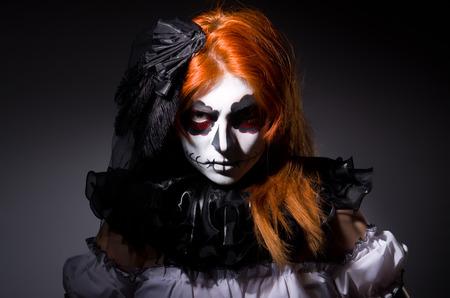bruja sexy: Mujer Satana en concepto de Halloween