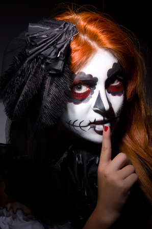 Vrouw satana in Halloween begrip photo