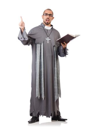 sotana: Sacerdote joven aislado en el blanco