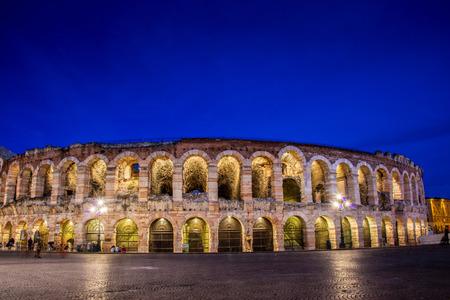 Teatro Verona durante horas por la noche