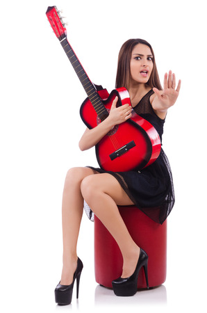 femme avec guitare: