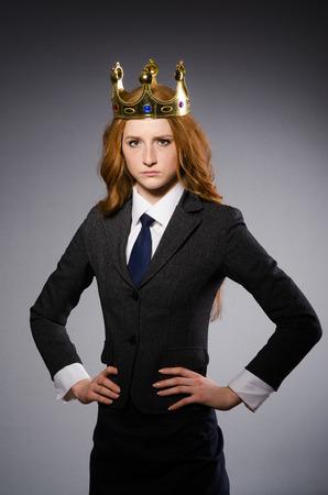 couronne royale: Reine d'affaires dans le concept dr�le