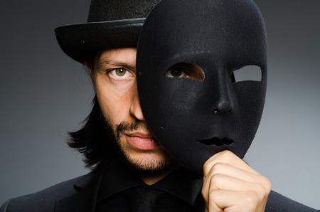 Lustige Konzept mit Theatermaske Standard-Bild