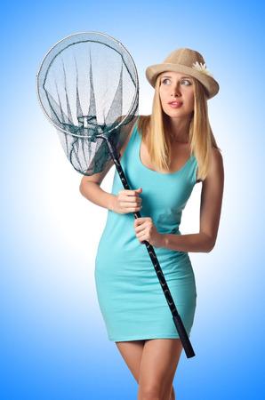 atrapar: Mujer atractiva en mariposa captura