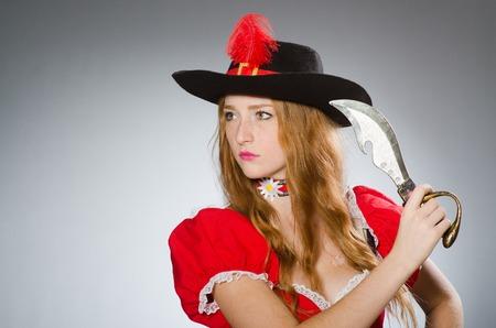 pirata mujer: Mujer pirata con cuchillo afilado