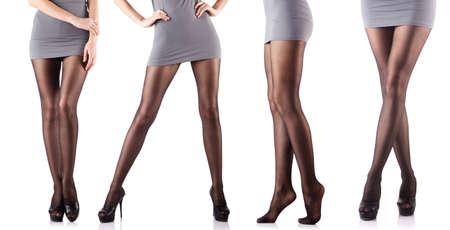 faldas: Piernas de la mujer aislados en el fondo blanco