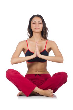 mujer meditando: Joven mujer haciendo ejercicios del deporte aislado en blanco