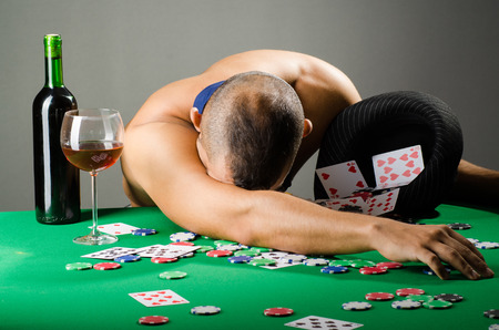 holdem: Man drinking and playing in casino
