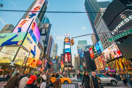 new york times square: Nueva York - 22 de diciembre 2013: Times Square el 22 de diciembre en EE.UU., Nueva York. Times Square es el punto tur�stico m�s popular en Nueva York