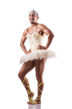 ballet hombres: Hombre en tutú que realiza danza del ballet