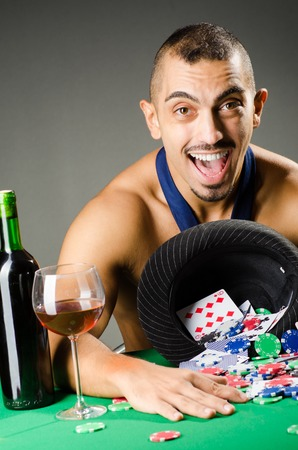 texas hold em: Man drinking and playing in casino