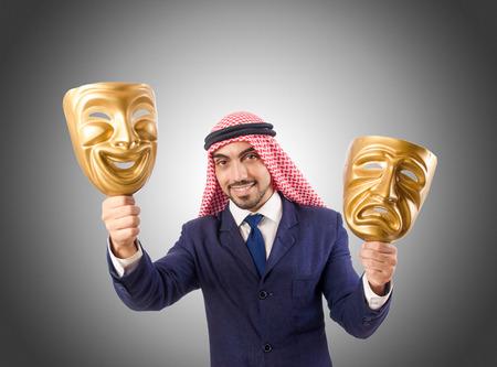 hipocresía: Hombre árabe concepto hipocresía