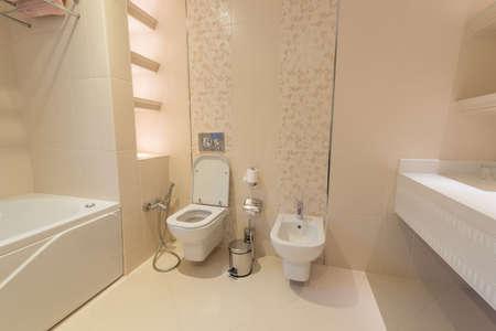 inodoro: Moderno interior del cuarto de baño y WC