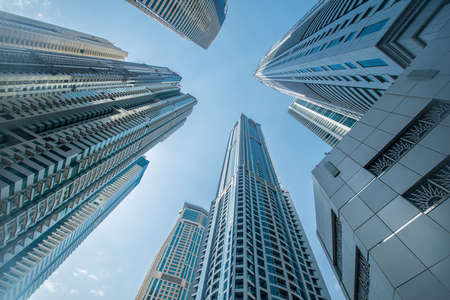 Hoch Dubai Marina Wolkenkratzer in den VAE