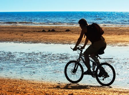 mountain biker on the beach in summer Stock Photo - 475391