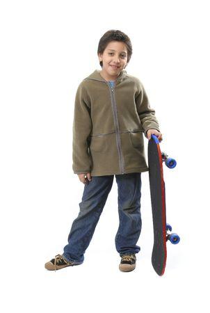 ni�o en patines: Muchacho fresco que se presenta con su pat�n. Cuerpo completo, fondo blanco. M�s cuadros de este modelo en mi galer�a