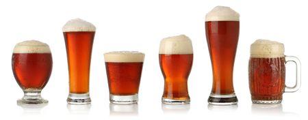 Verschiedene Gläser Bier vom Fass, isoliert auf weißem