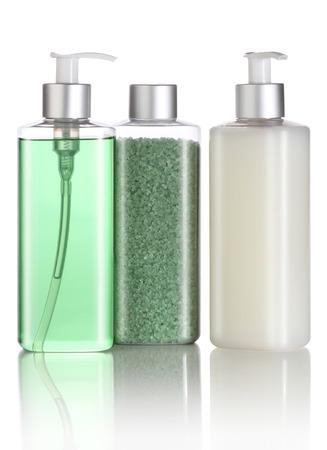 jabon liquido: Set de sal de baño, champú y jabón líquido aislado