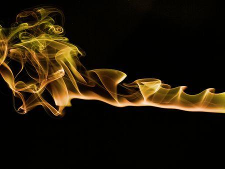 incienso: Coloreada senderos de humo de incienso en un fondo negro  Foto de archivo