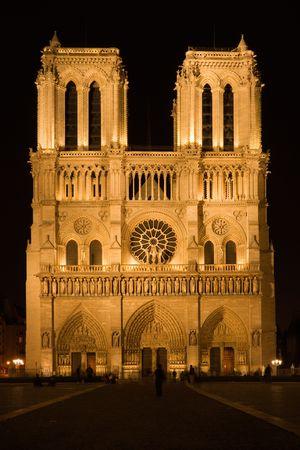 prayer tower: Cattedrale entro la notte - Parigi, Francia del Notre-notre-Dame Archivio Fotografico