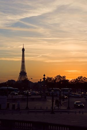 Silhouette of the Eiffel tower at sunset - Paris, France Stock Photo - 561031