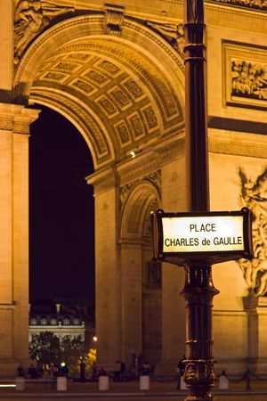 charles de gaulle: Charles de Gaulle square street plate with the Arc de Triomphe out of focus in the background - Paris, France