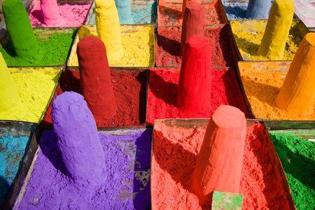 pigments: Powder pigments used for festivals - Pushkar, Rajasthan, India Stock Photo
