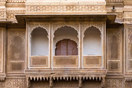 sculpted: Voorgevormde paviljoen-stijl balkon van het paleis Rajmahal - Jaisalmer, Rajasthan, India Stockfoto